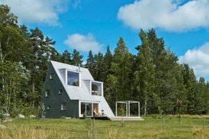 Деревянный дом-шалаш