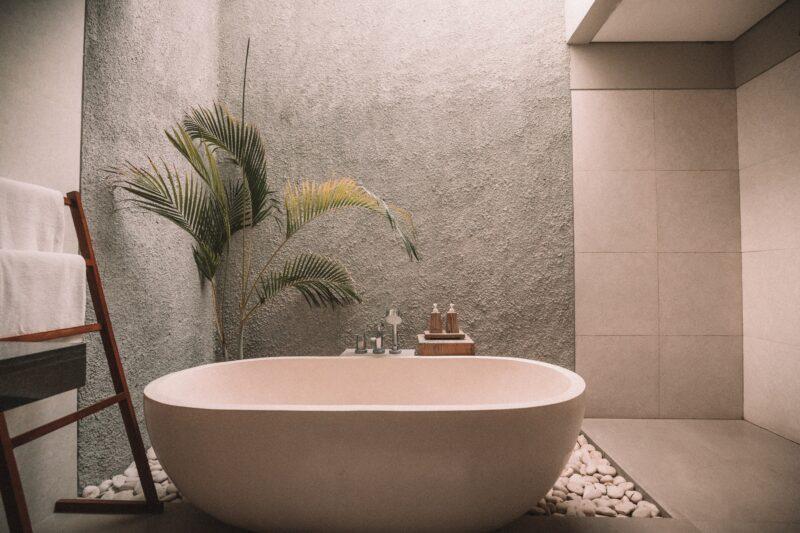 Минимализм в ванной: как не стать жертвой моды