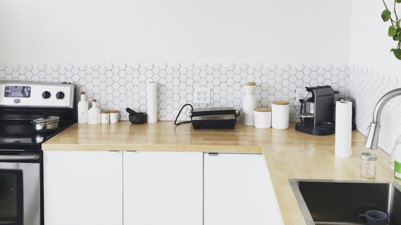 """Кухня минималиста: современный """"пряничный домик"""""""