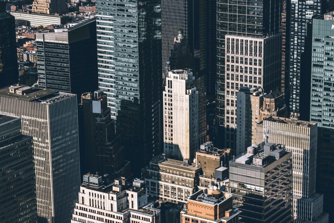 Минимализм в мегаполисе: как оставаться в потоке, не потеряв Себя
